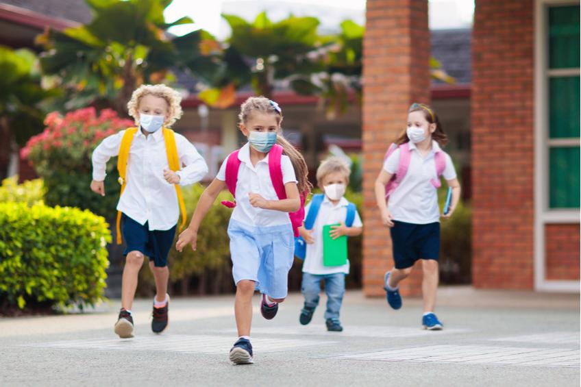 deti bezi do skoly